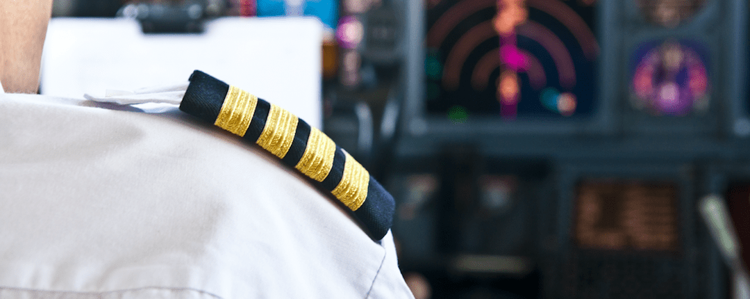 how to become a commercial airline pilot flightdeckfriend com