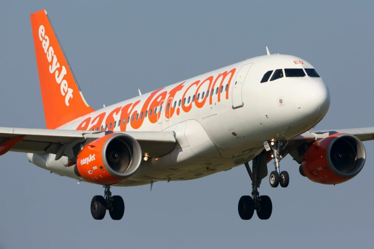 easyJet to help small number of pilots with cost of training