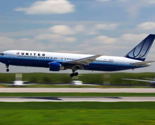 United Airlines 767 landing