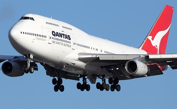 What speed does a B747 take-off an land?